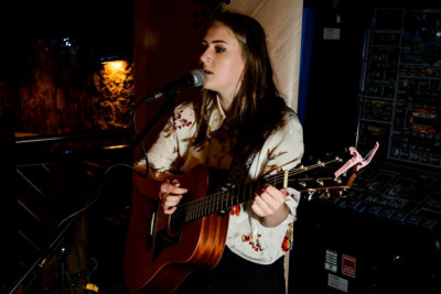Amy Hopkinson Musician Newcastle Acoustic. Female wedding Singer Newcastle. Acoustic gigs Newcastle. Female acoustic vocalist, live music Tynemouth